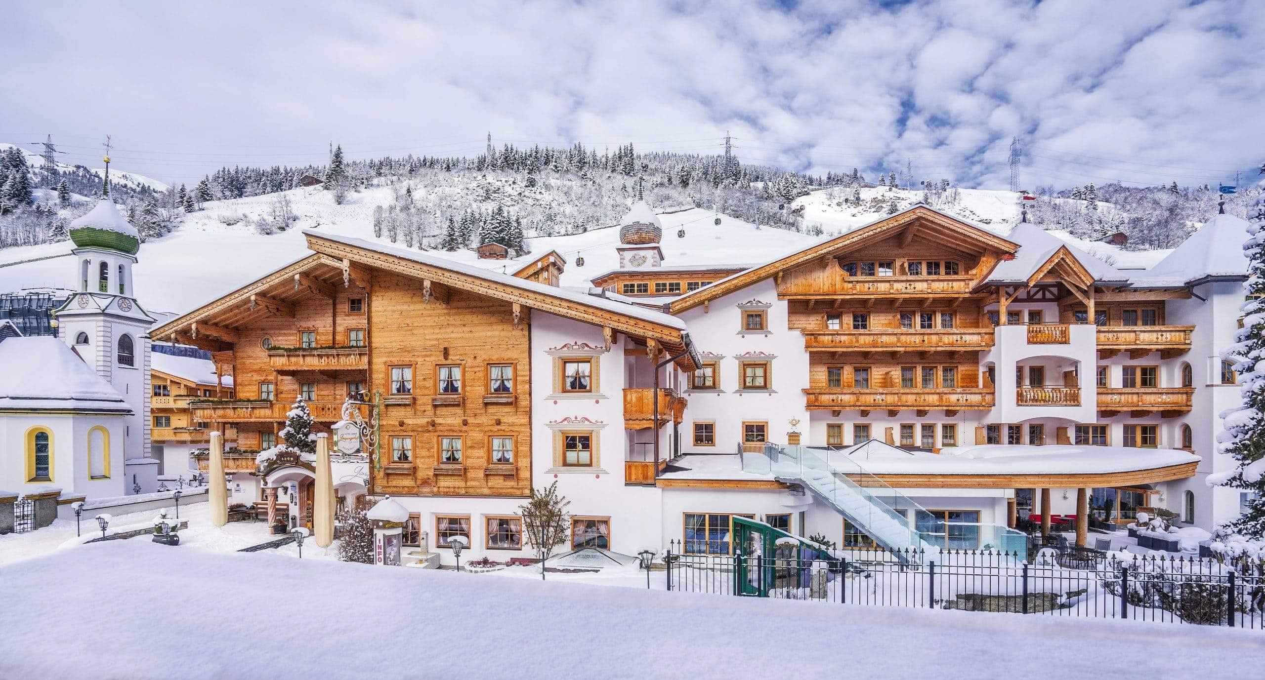 gaspingerhof aussenansicht winter hotel scaled