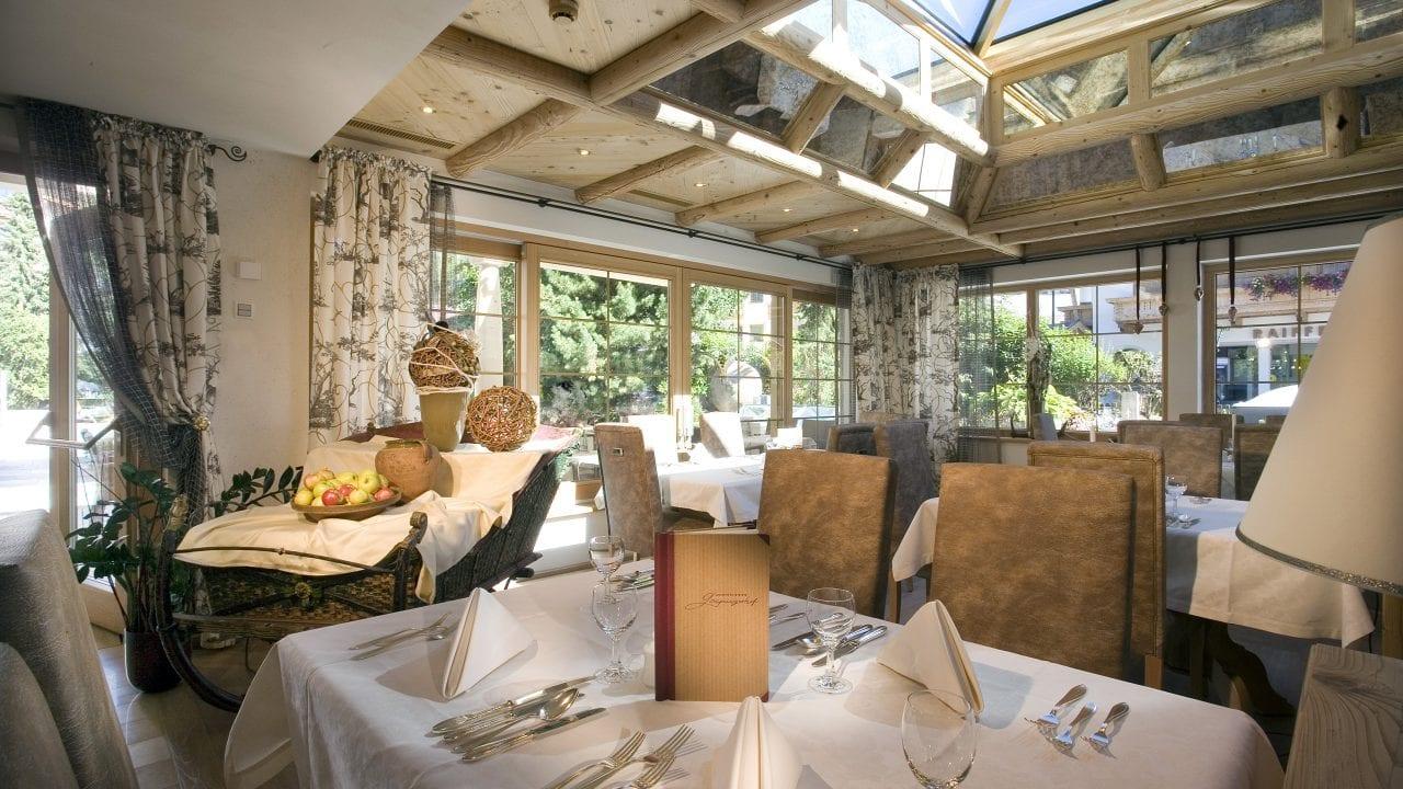 gaspingerhof stube restaurant speisesaal gedeckte tische 1