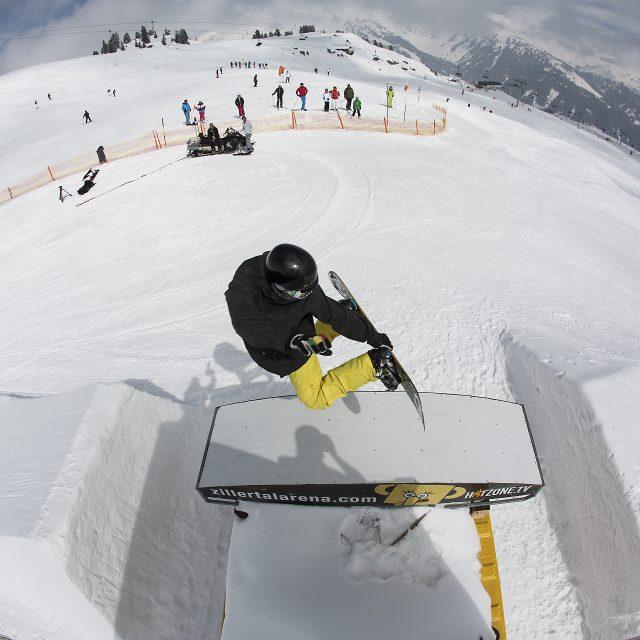 winter snowpark ski vogelperspektive sprung snowboarder